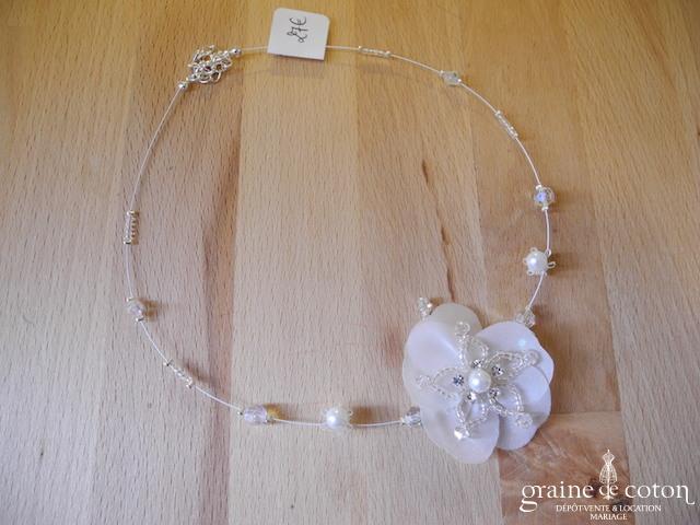 Crinoligne - Collier Nenuphar IV fleur sur fil câblé