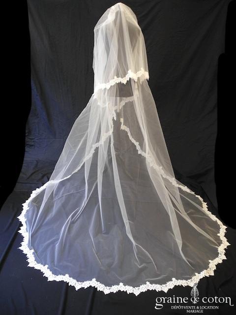 Pronovias - Voile long de 3 mètres en tulle ivoire clair bordé de dentelle ivoire