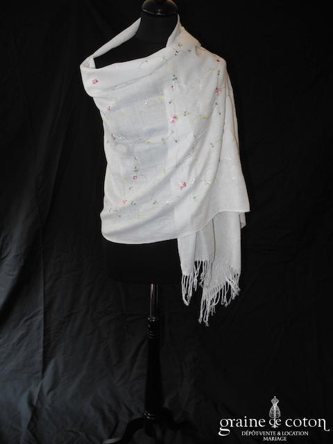 Pashmina en laine et cachemire ivoire brodé de fleurs de couleur