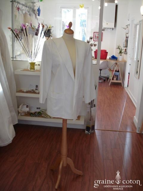 Veste blanche (non stocké en boutique, essayage sur demande)