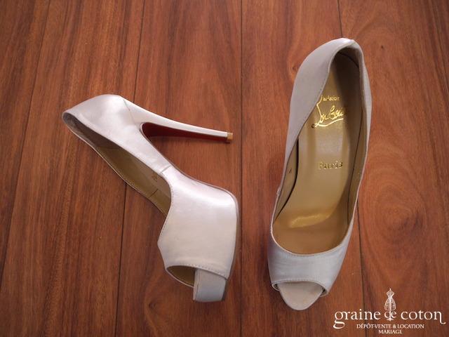site réputé cf15a cebc8 Louboutin – Escarpins (chaussures) Lady Peep en crêpe satin ivoire 125 mm