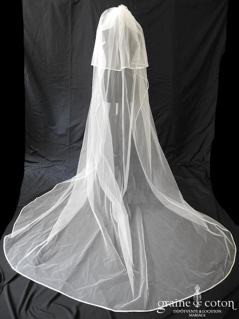 Voile long de 3 mètres en tulle ivoire bordé d'un biais de satin