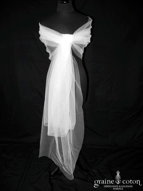 Étole en tulle blanc