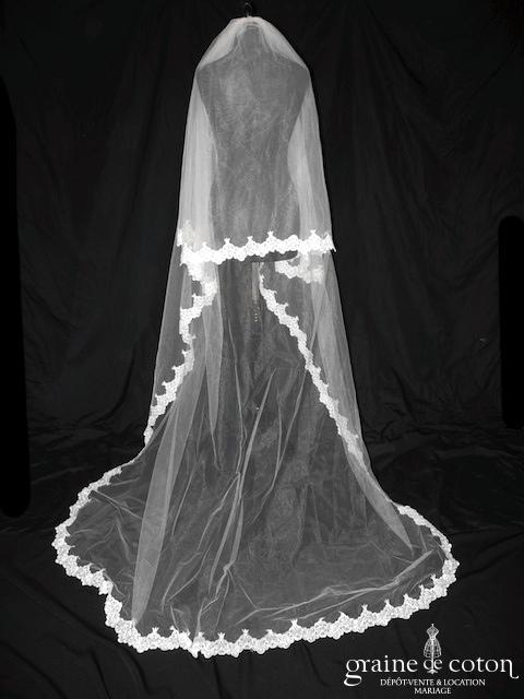 Miss Kelly - Voile long de 3 mètres en tulle ivoire clair bordé de dentelle
