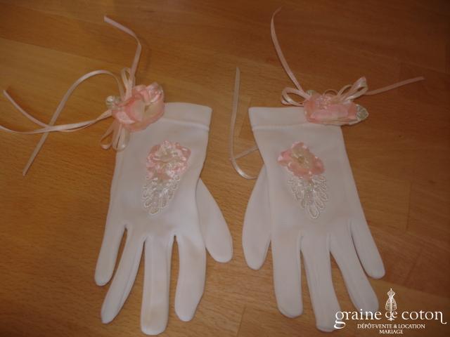Gants fillette blancs avec fleurs et rubans roses