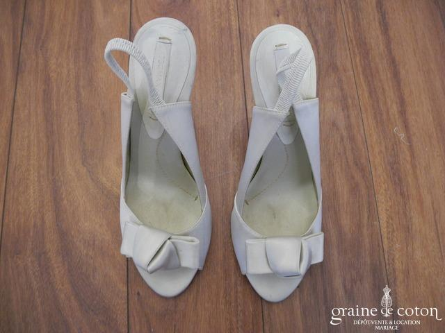 BCBG Max Azria - Escarpins (chaussures) en satin ivoire clair