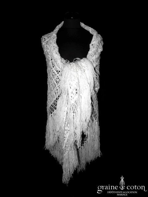 Création - Châle tricoté main en laine ivoire