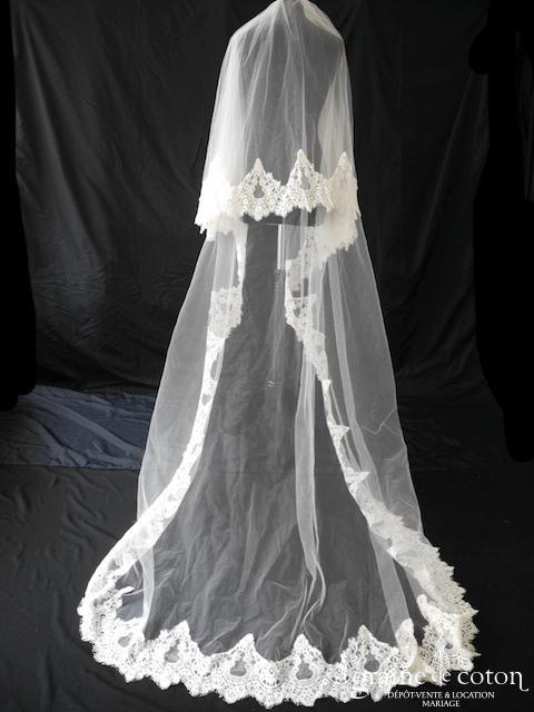 Cymbeline - Voile long de 3 mètres en tulle ivoire bordé de dentelle