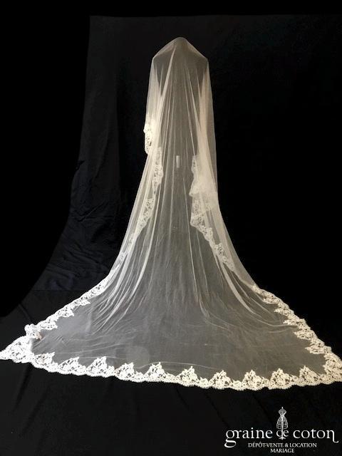 Delphine Manivet - Voile long de 3 mètres en tulle de soie fluide ivoire bordé d'une dentelle de Calais