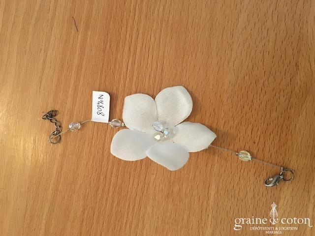 Création - Bracelet fleur câblé avec perles transparentes