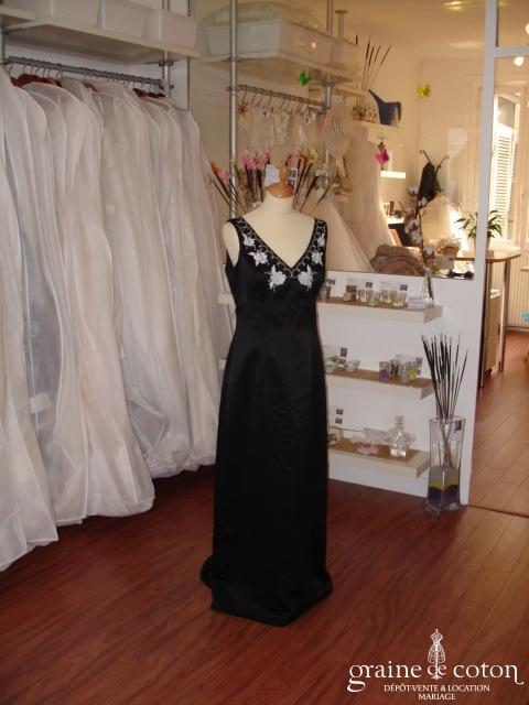 X Scape - Longue robe de soirée noire (non stocké en boutique, essayage sur demande)