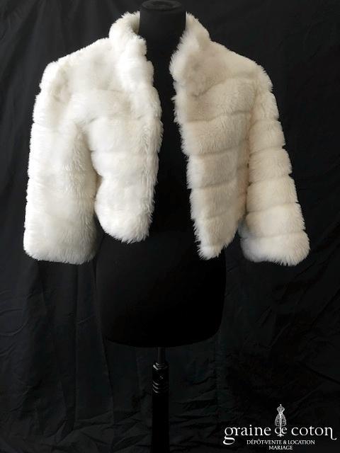 Manteau court en fausse fourrure ivoire clair, manches 3/4