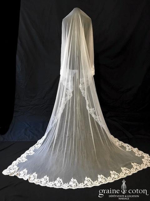 Delphine Manivet - Voile rectangulaire long de 3 mètres en tulle de soie fluide ivoire bordé de dentelle de Calais