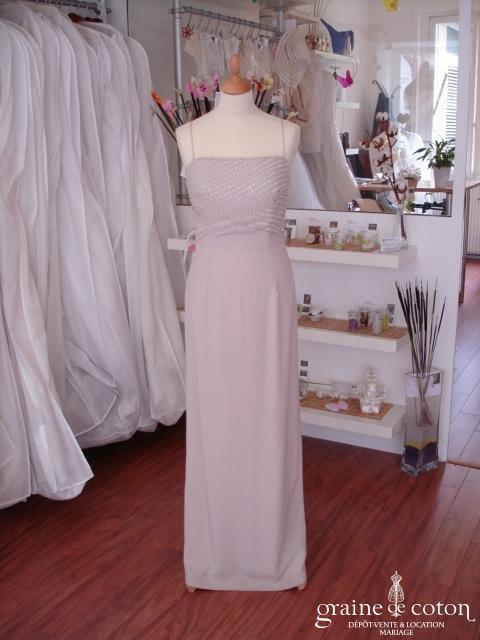 Robe longue fendue crème avec bustier en perles (non stocké en boutique, essayage sur demande)