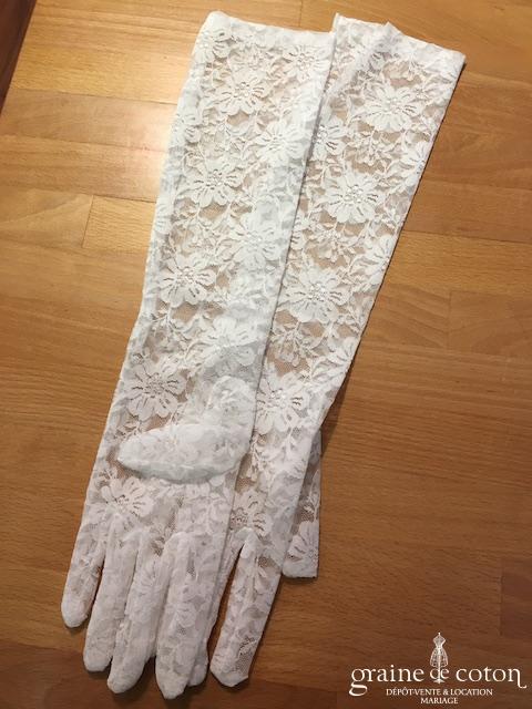 Création - Gants mi longs en dentelle strech ivoire clair motifs grandes fleurs