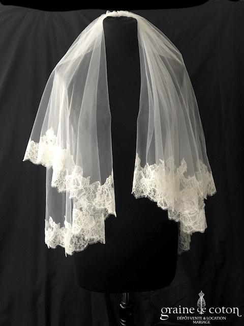 La Sposa pour Pronovias - Voile court en tulle ivoire bordé de fine dentelle de Chantilly