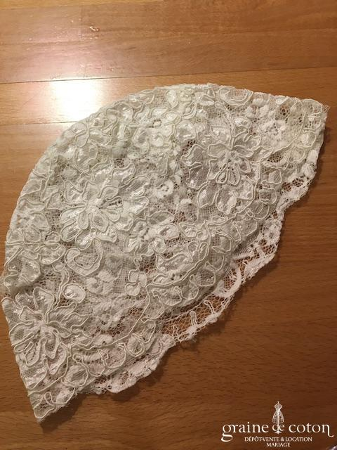Bonnet /calotte de mariée en dentelle de Calais ivoire