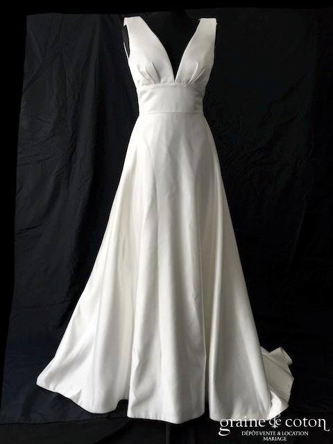 Pure White by Lilly - Création en satin duchesse ivoire (bretelles decolleté-V dos-nu dos boutonné taille-haute princesse A-line)