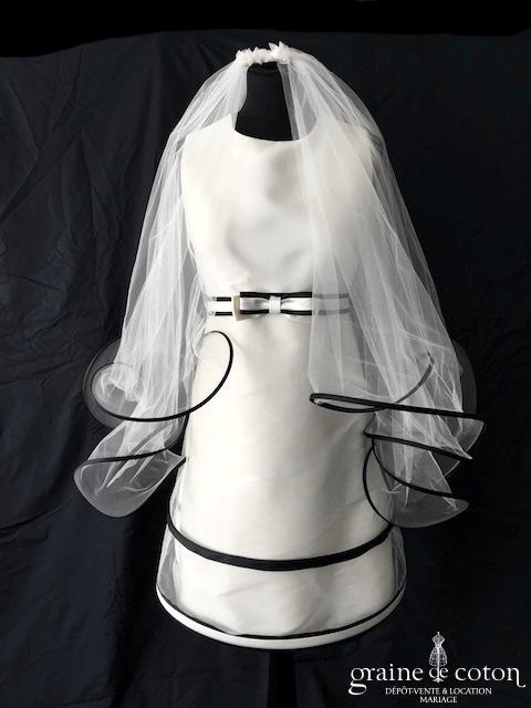 Suzanne Ermann - Voile en tulle ivoire à volutes bordées de satin noir