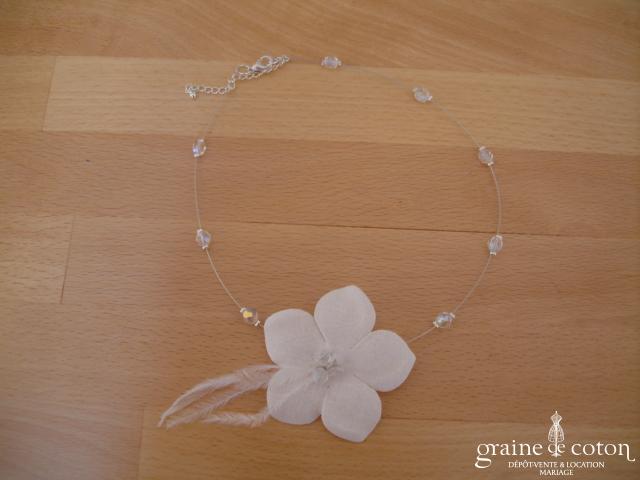 Au fil perlé - Tour du cou 1 rang avec fleur et perles transparentes