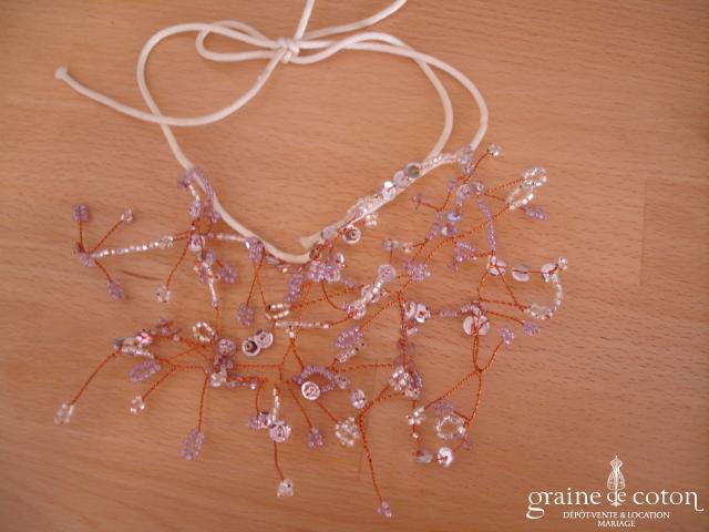 Collier en perles violettes