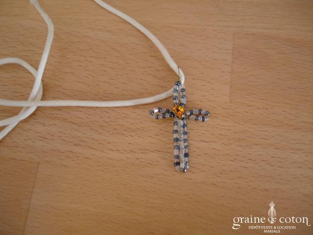 Croix en perles