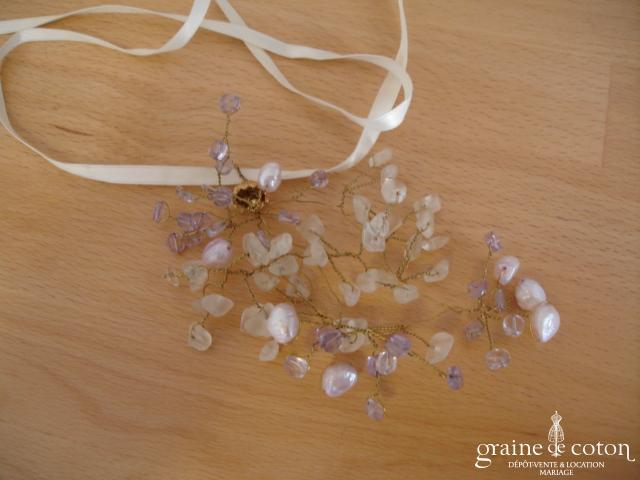 Collier avec perles transparentes et violettes