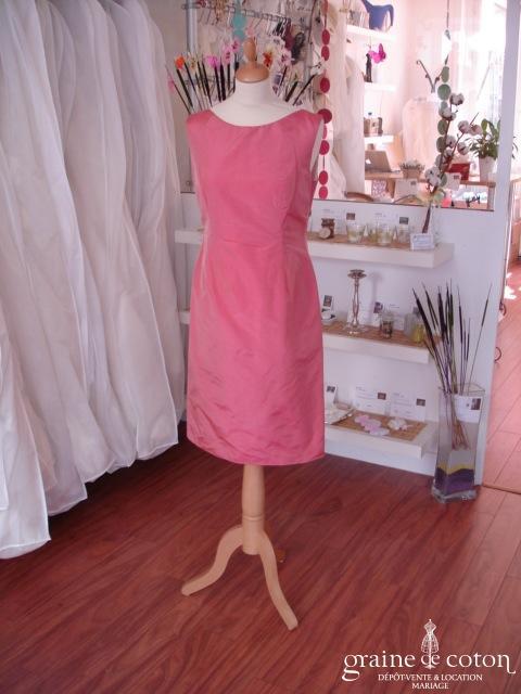 Création - Robe courte en taffetas rose foncé (non stocké en boutique, essayage sur demande)