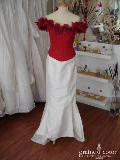 Les mariées d'Elodie - Robe deux pièces en soie ivoire et bustier rouge (soie)