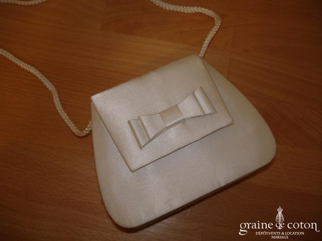 Petit sac en satin ivoire
