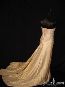 Pronuptia - Robe une pièce en soie sauvage caramel