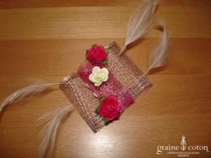 Création Alexia de Paris - Mini bibi en abaca, plumes et petites roses ivoire et rose