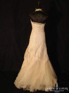 Rembo Styling - Robe fourreau en fine dentelle de calais cappucino clair