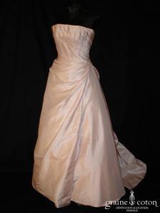 Création française - Robe drapée en taffetas rose perle