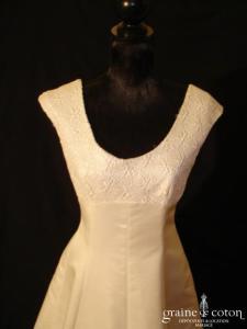 Mariées de Paris - Robe taille empire en dentelle et crêpe ivoire (prototype)