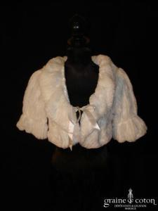 Petit manteau boléro en fausse fourrure blanc
