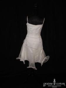 Suzanne Ermann - Robe courte à volutes en satin et tulle ivoire clair