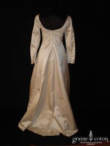 Monique Germain - Robe en soie ivoire courte devant et longue derrière (manches longues)