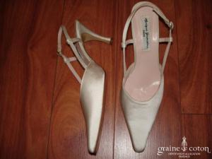 Monique Germain - Escarpins (chaussures) en soie ivoire à lanière