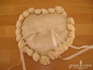 Coussin d'alliances forme coeur en soie sauvage ivoire