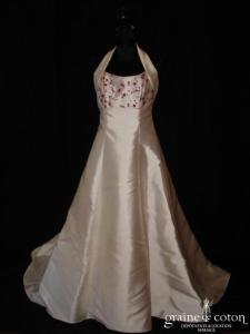 Les mariées d'Elodie - Robe taille empire et tour de cou en mikado ivoire brodé bordeaux (dos boutonné)