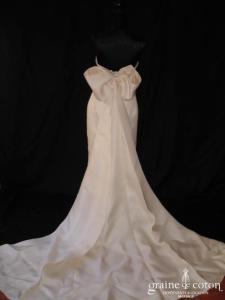 Création - Robe une pièce en gazar ivoire avec gros noeud dans le dos (soie)