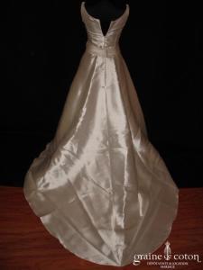 Création - Robe en mikado ivoire (bretelles décolleté bateau)