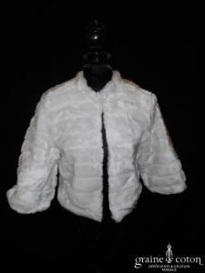 Boléro / manteau en fausse fourrure blanche (manches)