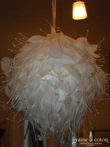 Joséphine - Grande boule plumes et perles - Diamètre 40 cm