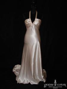 Création Nathalie Bourgey-Biron - Robe une pièce en satin de soie ivoire (tour de cou bretelle fluide empire)