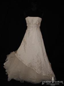 Mariées de Paris - Robe blanche taille empire (taffetas effet froissé tulle broderies)