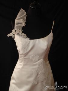 Création - Robe sirène en satin, organza et dentelle ivoire clair (bretelles)