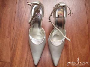 Ilona Rose - Escarpins (chaussures) en satin ivoire MM23