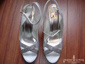 Ilona Rose - Sandales (chaussures) en satin ivoire MA011